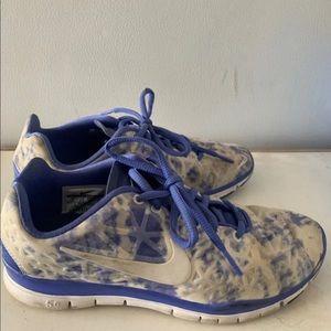Nike womens running shoe